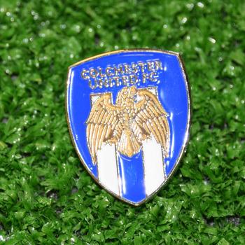Crest pin badge